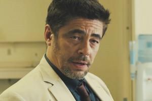 Sicario-Benicio-Del-Toro-Images-05334-300x200
